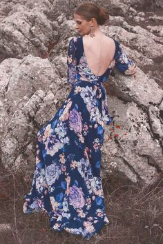 The dress is delicate, elegant, feminine, intelligent. Suitable almost for any age or occasion. Made of light chiffon and underlined with chiffon, it