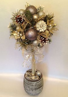 Tutoriales Bricolage, manualidades e ideas Christmas Flower Decorations, Christmas Topiary, Christmas Planters, Cool Christmas Trees, Xmas Wreaths, Christmas Porch, Christmas Makes, Christmas Art, Diy Weihnachten