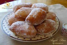Gogosi cu gem: Donuts with jam Romanian Desserts, Romanian Food, Romanian Recipes, Jacque Pepin, I Foods, Feta, Donuts, Breakfast Recipes, Muffin