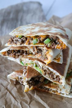 Taco Quesadillas – One Kitchen – A Thousand Ideas Greek Recipes, Mexican Food Recipes, Savoury Recipes, Mexican Dishes, Easy Cooking, Cooking Recipes, Cheddar, Good Healthy Recipes, Ground Beef Recipes