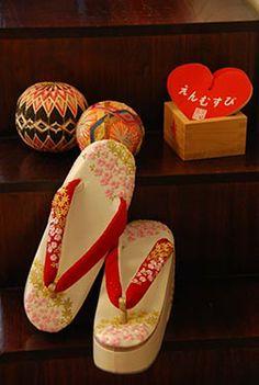 艶やかな日本の花嫁。和装の小物あわせはセンスの見せどころ!