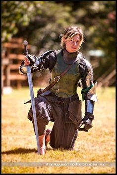 中世武術大会で勝利したプレートアーマーの女性剣士がやたらかっこいいと話題に - DNA