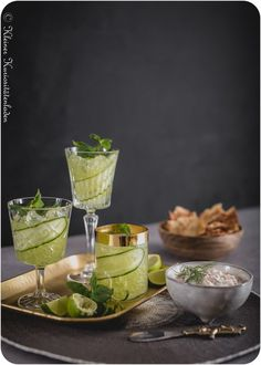 Cucumber Gimlet | Olivenölcracker | Räucherlachsdip Cocktails, Alcoholic Drinks, Cucumber Gimlet, Edamame, Tortilla Chips, V60 Coffee, Holiday Recipes, Zucchini, Smoothies
