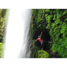 X marks the spot! Tunnel Falls on the Eagle Creek trail in the gorge #tunnelfalls #hiking #getoutside #waterfall #waterfallwednesday #oregonexplored #patagonia #usoutdoor