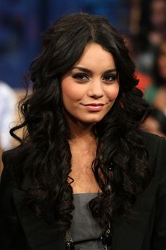 "Vanessa Hudgens - MTV's ""TRL"" Presents The Cast Of ""High School Musical 3"""