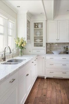 Beautiful Elegant White Kitchen Cabinets Decor Ideas Farmhouse Style Design 49 Fancy White Kitchen Design And Décor Ideas That Looks Cool Kitchen Cabinets Decor, Farmhouse Kitchen Cabinets, Modern Farmhouse Kitchens, Kitchen Cabinet Design, Home Decor Kitchen, Home Kitchens, Farmhouse Style, Island Kitchen, Farmhouse Ideas