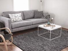 sopivasti sikin sokin: Uusi sohva ja mattohaaveita