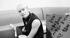 A SHINee fan shared a touching personal experience with member Jonghyun during a fan sign event after he far and beyond to cheer her up.