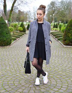 Robe noir collant noir basket blanche
