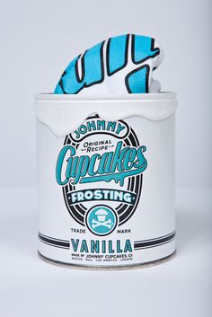 love love love johnny cupcakes and the shirt coming in the frosting-magnifique