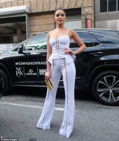 Olivia Culpo Photos - Olivia Culpo arrives to the Jonathan Simkhai fashion show at the September 2016 New York Fashion Week: The Shows - Day 3 on September 2016 in New York City. - Seen Around - September 2016 - New York Fashion Week: The Shows - Day 3 Fashion Line, White Fashion, Fashion Show, Fashion Outfits, Olivia Culpo, Ball Dresses, Everyday Outfits, Casual Looks, Amazing Women