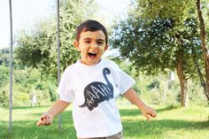 ZOko is ideal to dress brisk children, like our Mattia who is a bundle of mischief, in the photo in his favorite t-shirt with the dinosaur blackboard shape.