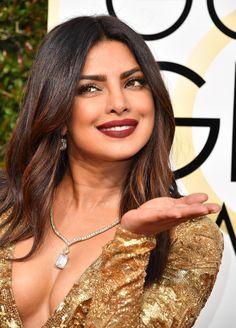 Priyanka Chopra Brought Grunge Lips to the Golden Globes Red Carpet