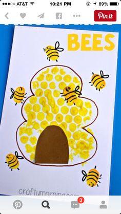 Bubble Wrap Beehive + Fingerprint Bee Craft - Crafty Morning For Kids Luftpolsterfolie Bienenstock + Daycare Crafts, Classroom Crafts, Toddler Crafts, Preschool Crafts, Kids Crafts, Toddler Art Projects, Craft Kids, Preschool Kindergarten, Crafty Craft