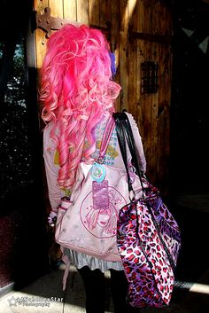 I want brightly colored hair! =/