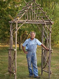 Your Own Willow Arbor Make your own rustic arbor using twigs and logs. This guide takes you through all the steps.Make your own rustic arbor using twigs and logs. This guide takes you through all the steps. Twig Crafts, Nature Crafts, Garden Crafts, Garden Projects, Driftwood Crafts, Tree Branch Crafts, Tree Branch Decor, Diy Projects, Garden Toys