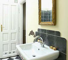 Está amueblado, con dos dormitorios separados, la cocina equipada y el cuatro de baño de lujo http://www.antiqueapartments.es