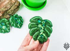 Monstera Leaf brooch, Tropical Brooch, Beaded green pin, Embroidered brooch, Monstera plant beads, Botanical brooch, Crystal Tropic jewelry