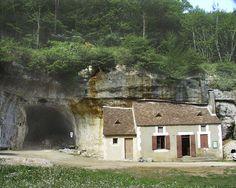 Les Eyzies-de-Tayac ~ Aquitaine ~ Dordogne ~ France ~ Entrance to the Grotte des Combarelles.