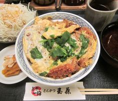 清田2条2『玉藤』カツ丼 肉厚のトンカツが載った、チト味が濃いめのカツ丼です。 Google+