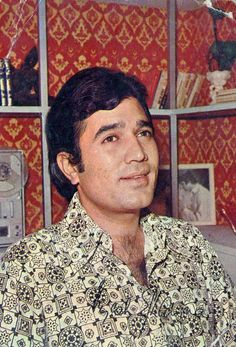 Rajesh Khanna in Namak Haram. Vintage Bollywood, Bollywood Stars, Asian Celebrities, Celebs, Shashi Kapoor, Innocent Person, Rajesh Khanna, Indian Star, Amitabh Bachchan