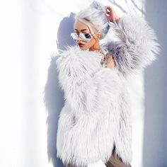 """""""One of my Christmas presents was this faux fur coat ! By @lioness_official #xmaswithlioness ❄️☃ thank u #lionessfashion for the gift & Merry Christmas…"""""""
