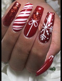 Chistmas Nails, Christmas Nail Polish, Cute Christmas Nails, Holiday Nail Art, Xmas Nails, New Year's Nails, Christmas Nail Art Designs, Red Nails, Christmas Carol