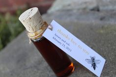 Honey for guests to take home as a delicious favor