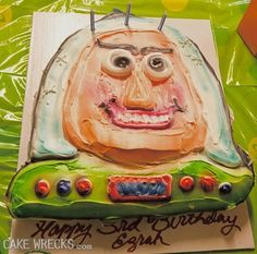 Buzz Lightyear When Your Disney Inspired Cake Goes Horribly Wrong Buzz Lightyear, Ricky Martin, Funny Cat Pictures, Funny Photos, Fail Pictures, Epic Cake Fails, Epic Fail, Funny Videos, Baking Fails