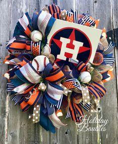 Houston Astros ⚾️ by Holiday Baubles Baseball Wreaths, Sports Wreaths, Football Wreath, Patriotic Wreath, 4th Of July Wreath, Bauble Wreath, Wreath Crafts, Wreath Ideas, Trendy Tree