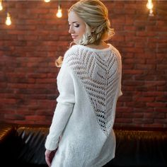 This Pin was discovered by Sve Knit Fashion, Sweater Fashion, Fashion Outfits, Hand Knitting, Knitting Patterns, Bolero, Loose Knit Sweaters, White V Necks, Cardigans For Women