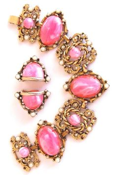 Wonderful, vintage pink lucite bracelet.