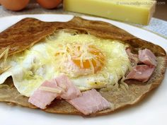 250 g of buckwheat flour salt 2 eggs 50 cl of cold water 40 g butter, melted Galette bretonne - Breton Crepes Recipe in French Yum! Breakfast Crepes, Breakfast Biscuits, Breakfast Dishes, Breakfast Time, Omelette, French Crepes, Savory Crepes, Pub Food, Crepe Recipes