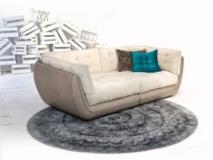 <3 looks like such a comfy couch, could just curl up here :)