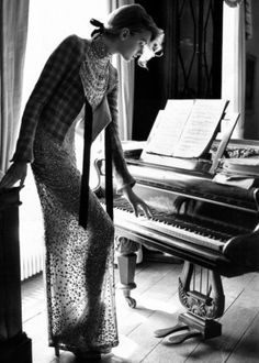 British Vogue 2005 Piano player