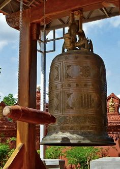 Wat Phnom Penh, Cambodia - Huge bell at the central wat or temple in Phnom Penh. Used daily to call the monks to worhip. Travel Pictures, Travel Pics, Tonle Sap, Khmer Empire, Phnom Penh, The Monks, Angkor Wat, Bhutan, Brunei