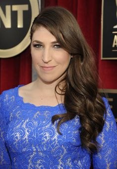 Mayim Bialik: Retro waves, along with light, airy makeup, made Mayim Bialik one hot momma.