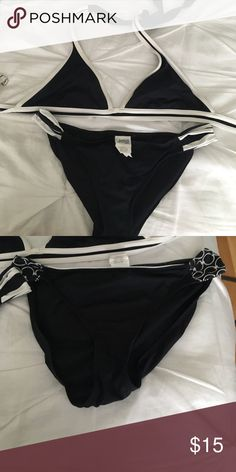 Jag 2 piece swimsuit with an extra bottom 2 piece swimsuit bottoms are medium top is large the single picture is a large brand Jag jag Swim Bikinis