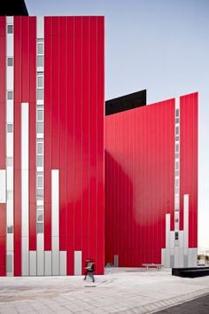 Red in architecture: University Housing, Gandía / Guallart Architects, building Colour Architecture, Facade Architecture, Beautiful Architecture, Contemporary Architecture, Installation Architecture, Amazing Buildings, Modern Buildings, Facade Design, Exterior Design