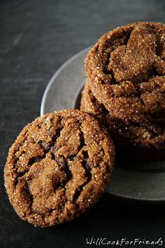 ginger snap cookies Triple Ginger Crinkles - The Ultimate Ginger Cookies - Will Cook For Friends Cookie Desserts, Just Desserts, Cookie Recipes, Delicious Desserts, Dessert Recipes, Yummy Food, Tasty, Galletas Cookies, No Bake Cookies