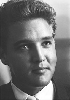 Elvis, this is such a good picture of him.....