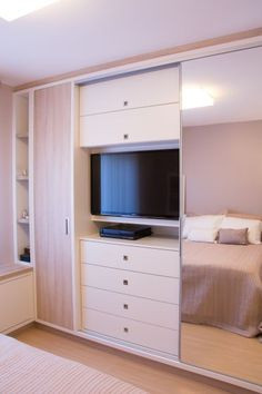 Bedroom Storage Ideas A nice bedroom room must be a chaos of the port of life, a place to relax and unwind. Bedroom Wardrobe, Home Bedroom, Bedroom Furniture, Bedroom Decor, Bedrooms, Dressing Design, Build A Closet, Cupboard Design, Wardrobe Design
