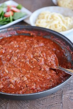 Quick Weeknight Homemade Spaghetti Sauce From-Scratch hearty spaghetti sauce in 20 minutes. Simple and flavorful, this quick homemade spaghetti sauce is perfect. Homemade Spagetti Sauce, Spaghetti Sauce Easy, Homemade Sauce, Spaghetti Recipes, Homemade Pasta, Quick Pasta Sauce, Best Spaghetti Recipe, Spaghetti Sauce From Scratch, Spaghetti Noodles