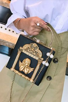This bag is very beautiful! Quality is gorgeous. #evening_bag #clutch Womens Trendy Tops, Crossbody Clutch, Evening Bags, Baroque, Shopping, Collection, Board, Beautiful, Style