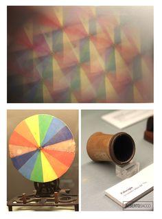 """C'è il trucco e c'è l'inganno! 2  ( Perché il Precinema è fatto da inganni ;) ) """"#MAGIA"""" da #PRECINEMA! #Poliscopio: Piccolo strumento #ottico da tasca del 1700 che, grazie alla presenza di una lente #prismatica, consente la visione moltiplicata di un oggetto, con un suggestivo effetto fantasmagorico di figure e colori. #DiscoNewton: è un disco composto da sette settori colorati secondo i colori dell'arcobaleno. Foto: Alberto Sacco"""