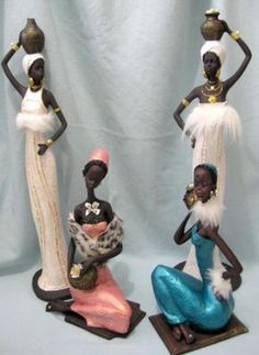 De ceramica y resina muñecas negras decoradas. Republica Dominicana Sculpture Painting, Mural Painting, Sculpture Clay, Mural Art, African Figurines, Black Figurines, Wrought Iron Decor, Dancing Dolls, African Paintings