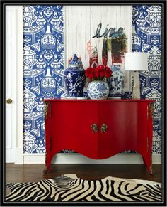 Want to bring Asian decor into your home? Here& How to Add Asian Influences. Red Home Decor, Asian Home Decor, Asian Inspired Decor, Chinoiserie Wallpaper, Chinoiserie Chic, Decorating Your Home, Interior Decorating, Red Interior Design, Style At Home