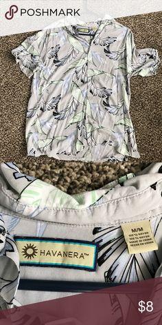 Havanera size medium Hawaiian shirt Havanera size medium Hawaiian shirt Havaianas Shirts Casual Button Down Shirts
