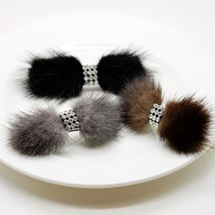 Pixy Jewelry: Mink fur (fur) light [targeted for all articles!among published by off coupon] real ★★ << jewel of the fur >> mini-Valletta Leather Jewelry, Leather Craft, Beaded Jewelry, Fur Headband, Fabric Brooch, Fur Accessories, Beaded Brooch, Fur Pom Pom, Ear Warmers