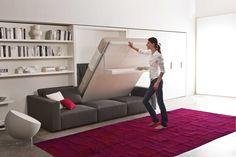 Ruimtebesparende oplossing in de woonkamer! Wandmeubel met opbergruimte, bedkast en een volwaardige bank. Deze is verkrijgbaar bij De Beddenwinkel in Geldrop
